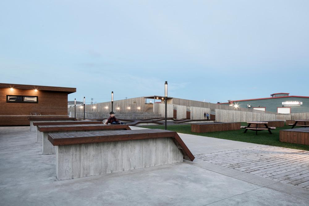 Place des gens de mer par Bourgeois Lechasseur Architectes