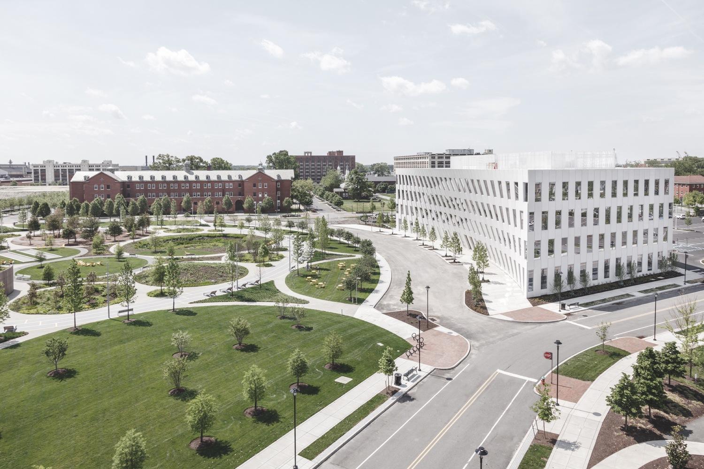 BIG achève un immeuble de bureaux à Philadelphie